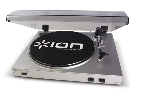 Marketing photo shows the Ion Audio TTUSB05 from above. Platter mat has 'Ion' logo across its width.